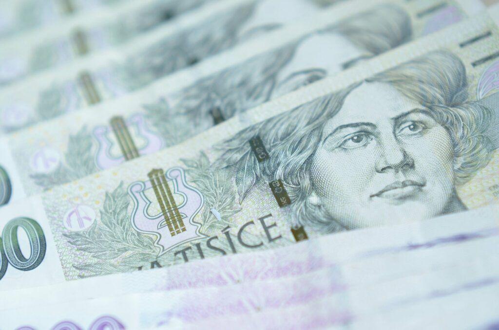 I nebankovní společnosti vysoké obnosy jako 100 000 Kč zanáší do registrů.