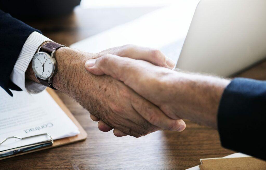 Bezúročná půjčka může být poskytnuta také společníkovi společnosti.