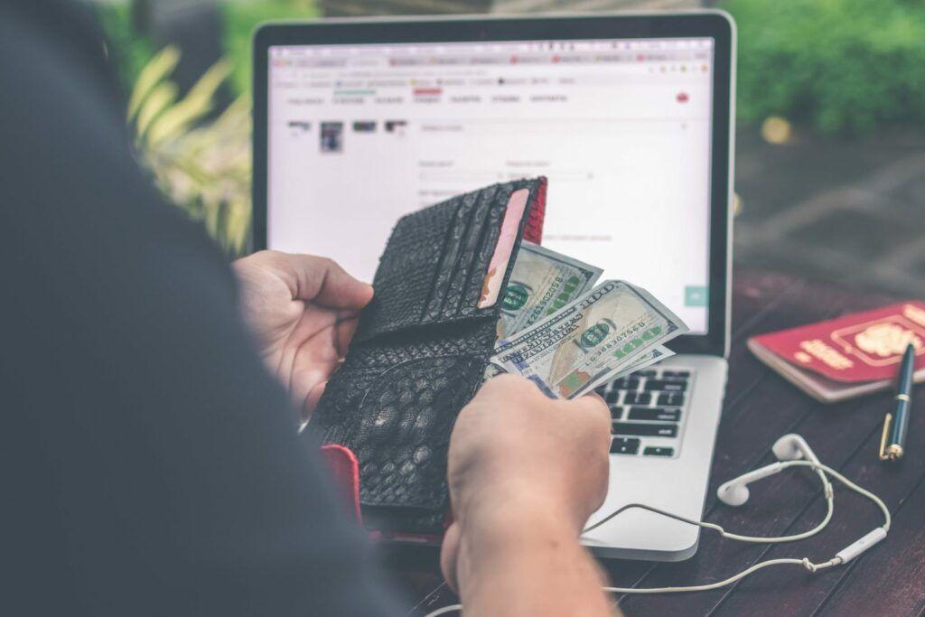 Výhodou Smart půjčky je snadné sjednání online a individuální přístup při posuzování žádostí.