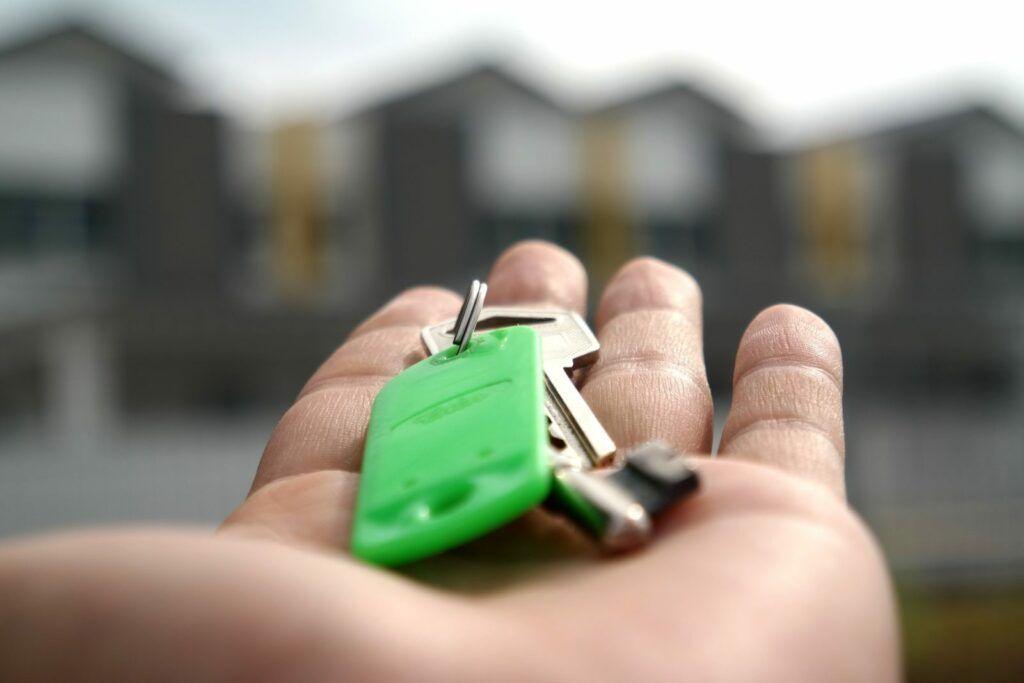 Hypotéku na první bydlení Česká spořitelna poskytuje až do výše 90 % hodnoty nemovitosti.