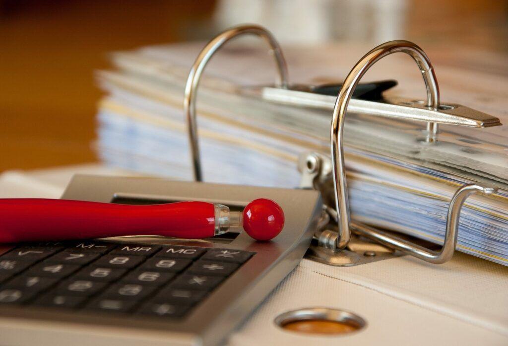 Žadatelé o SIM půjčku musí doložit dokumentaci vztahující se k jejich příjmu a pravidelným výdajům.
