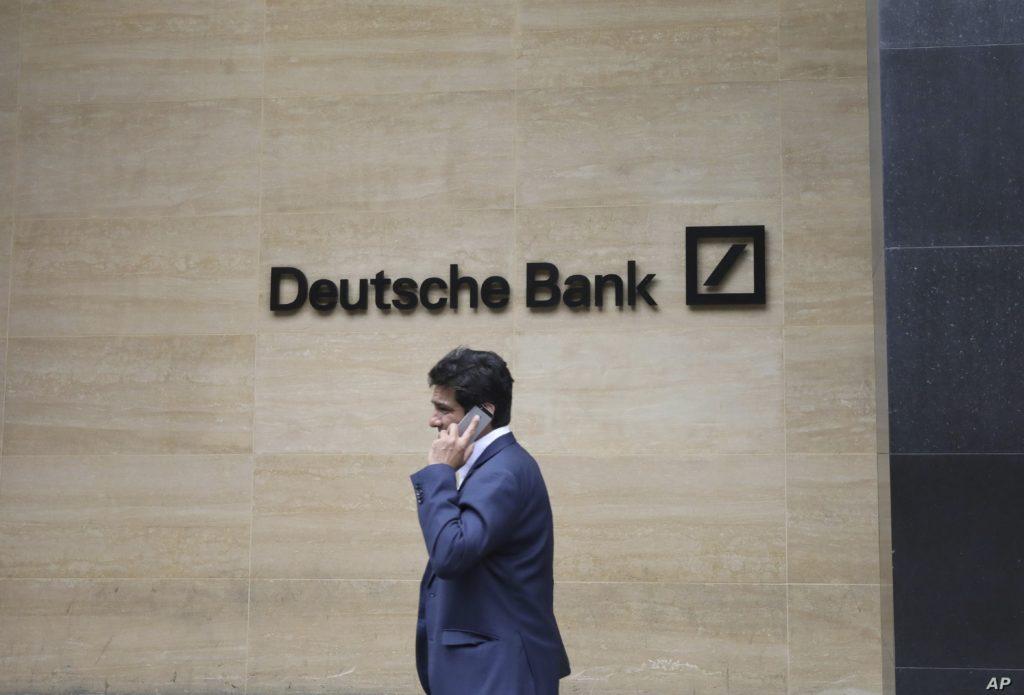 Německá Deutsche Bank zruší 18 tisíc pracovních míst, polovinu z nich v Německu.