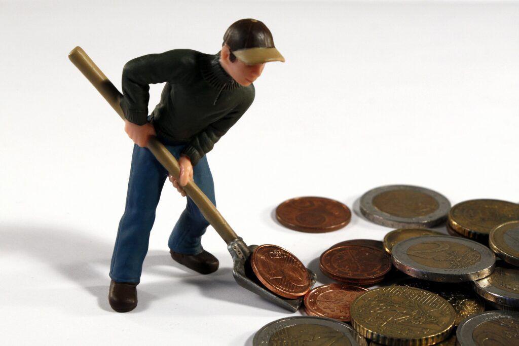 Nová půjčka v případě již zadluženého člověka finanční situaci nezlepší. V drtivé většině případů naopak napáchá více škody než užitku.