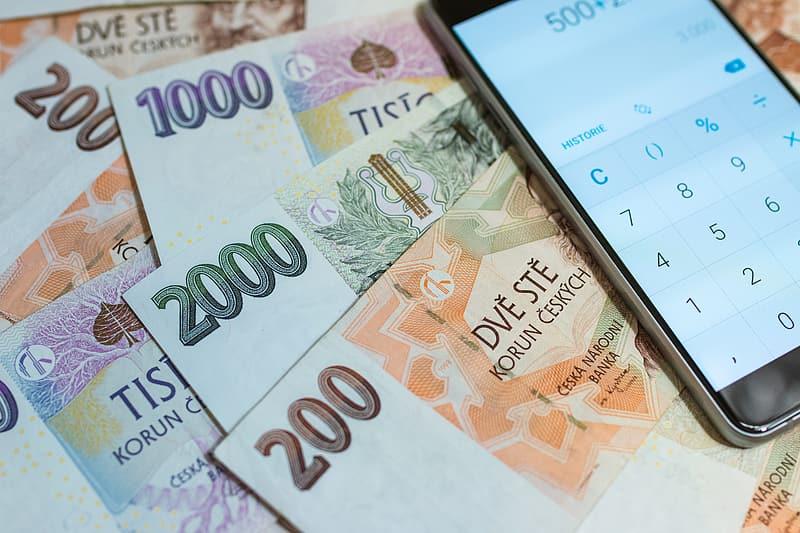 Před sjednáním úvěru pro zadlužené se vyplatí zkusit nebankovní způsob půjčky - půjčit si peníze od rodiny nebo přátel.