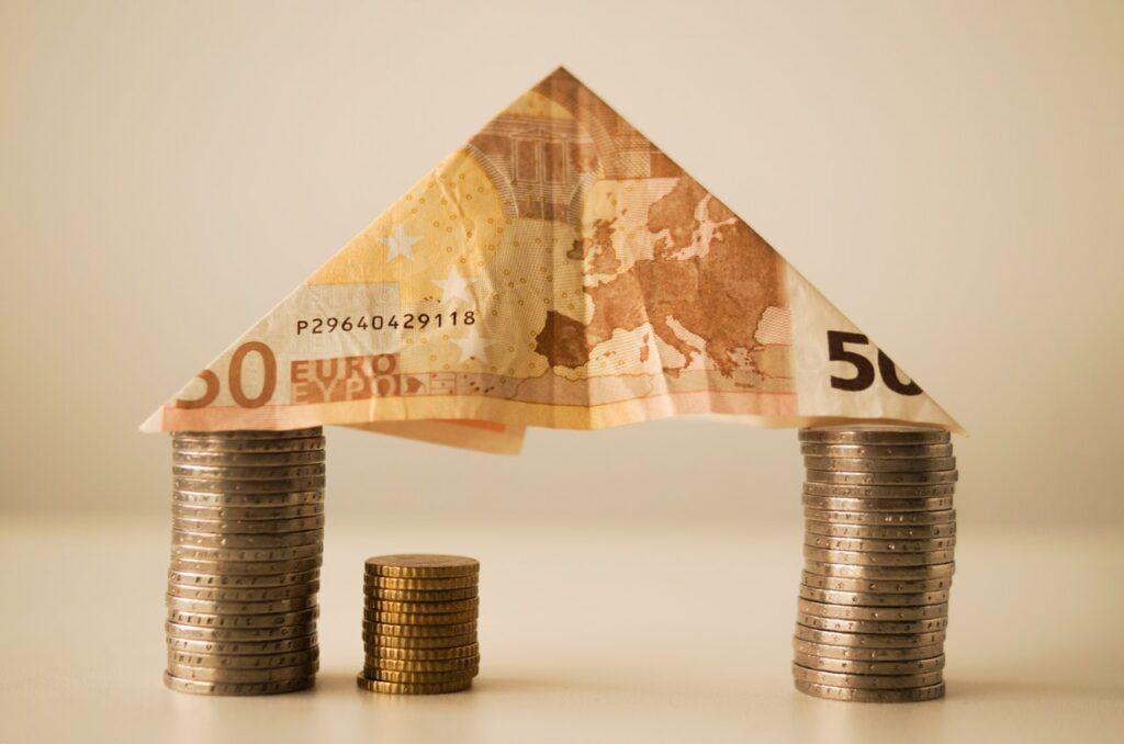 Stavební spoření se může vyplatit i těm, kteří si plánují sjednat úvěr ze stavebního spoření.