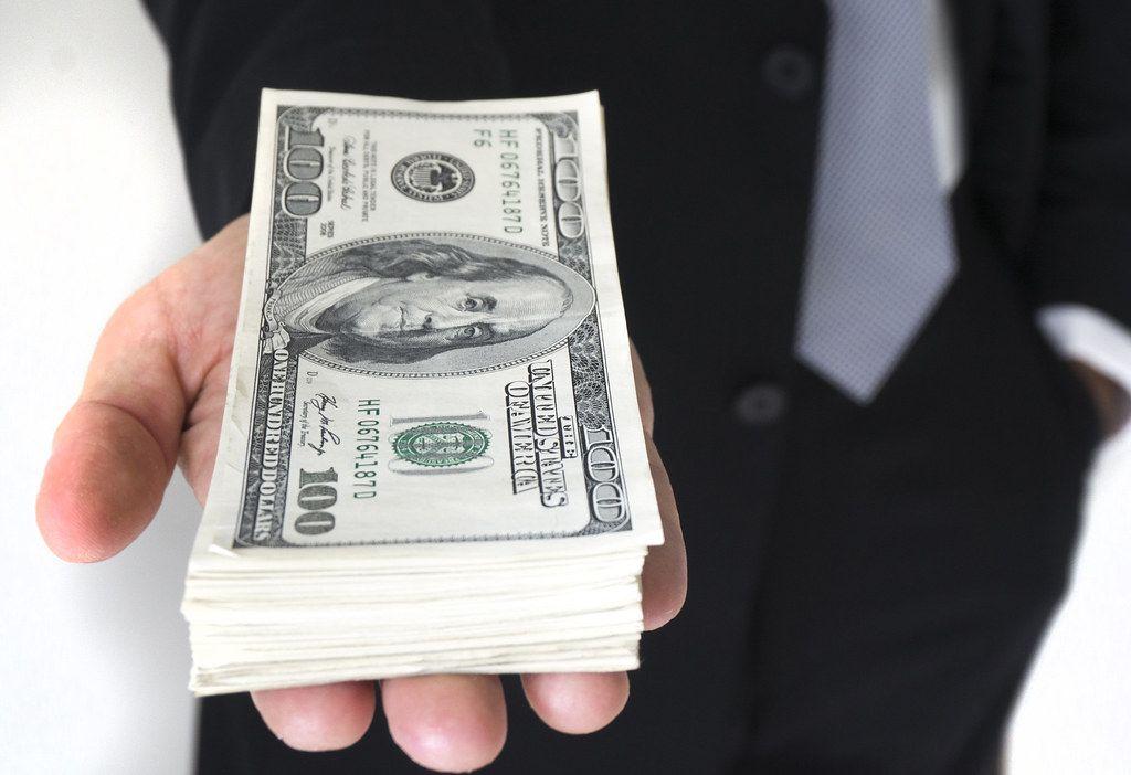 Krátkodobou půjčku bez registru mohou získat i zadlužení. Jedná se o proto o vysoce rizikový produkt.