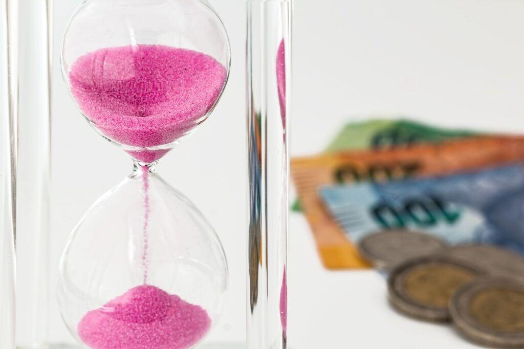 Krátkodobé půjčky lákají na okamžité zaslání finančních prostředků na účet klienta.