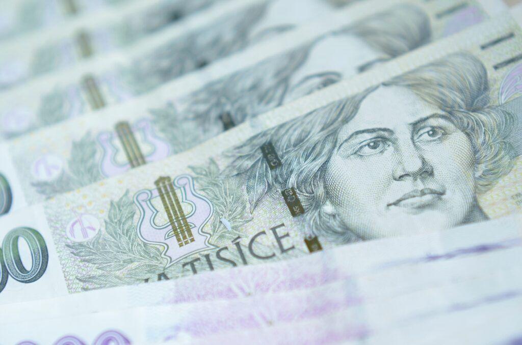 Krátkodobé půjčky lze získat i o víkendu. Bývají vypláceny v hotovosti například v trafikách nebo na čerpacích stanicích.
