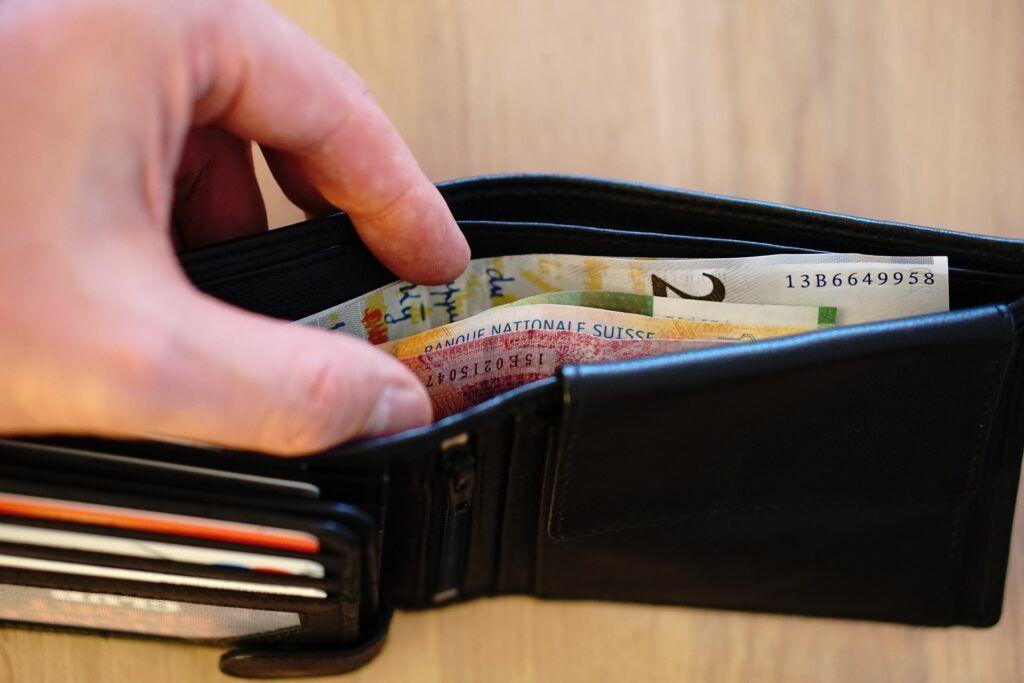 Krátkodobá půjčka poslouží v případě, kdy je před výplatou třeba uhradit výdaj v řádu tisícikorun.
