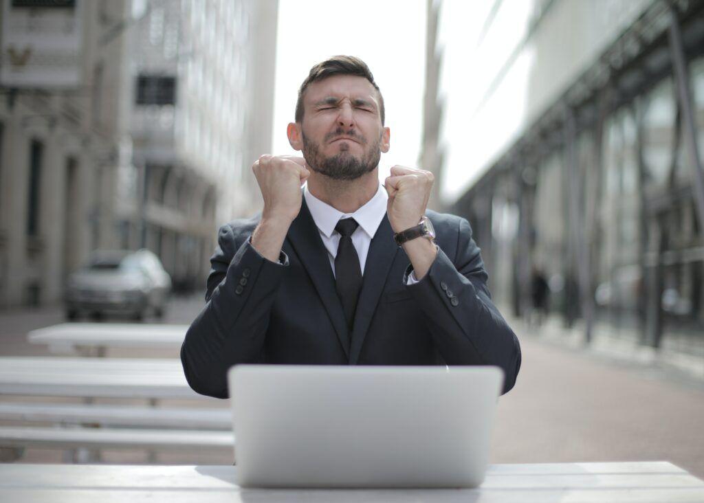 V případě krátkodobé finanční tísně si není třeba dělat starosti. O rychlou půjčku lze zažádat online a peníze následně obdržet na účet do 15 minut od schválení.