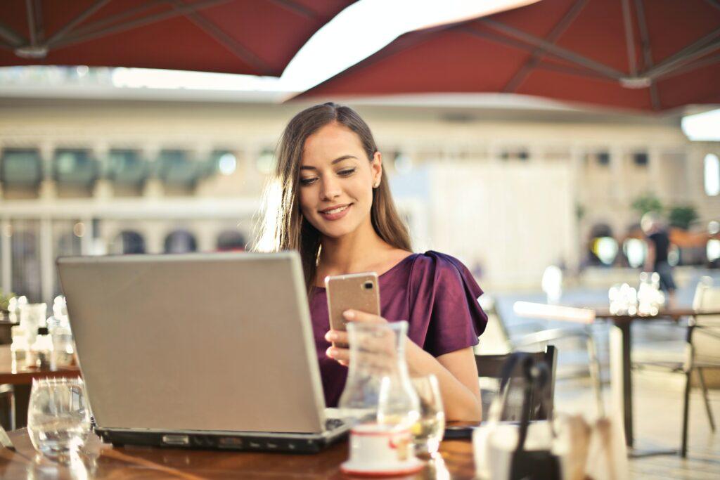 O nebankovní půjčky se většinou žádá online na webu poskytovatele. Existují také SMS půjčky, o něž lze zažádat SMS zprávou.